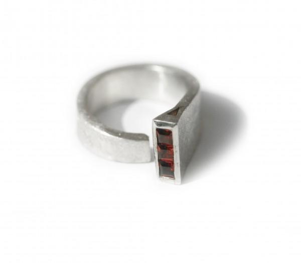 Granatcarre-Ring - Silberring mit quadratischen Granaten